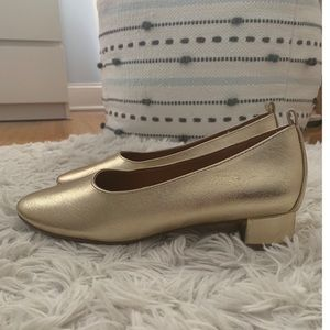 Beautiful gold shoes - like new - used only once
